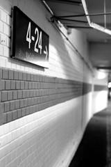 4 - 24 (ucn) Tags: ilfordhp5400 push rollexpatent6x9cm zeissikondonata2277u tessar135cmf45 frankfurtammain hauptbahnhof street