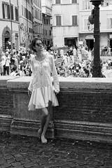 Une été romaine #2 : Twiggy à la fontaine de Trevi.. (Paolo Pizzimenti) Tags: rome été vacances italie paolo olympus penf 25mm f18 zuiko mirrorlessfilm pellicule cinéma twiggy gazelle loup doisneau