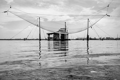 Ravenna Malinconica e abbandonata10 (Ondablv) Tags: portfolio lagunare fishing shed bn riflessi lago lake black white bianco nero marina romea huts shack ravenna mare sea laguna baracca rete pesca fish pescare riflettere riflessioni ondablv night vento malinconia water weather