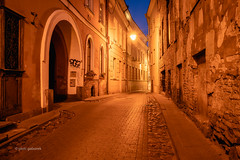 Sv Kazimiero Street (pietkagab) Tags: vilnius street oldtown night evening architecture buildings city old town lithuania lithuanian europe european cobbled lights gate pietkagab photography piotrgaborek sonya7 travel trip tourism sightseeing adventure