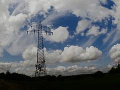 Strommast - Himmel - Wolken   21. Juli 2019   Bornhöved - Schleswig-Holstein - Deutschland
