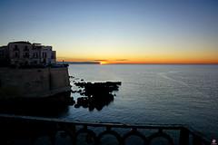 ORTIGIA ... L'AUTRE SYRACUSE 223 (aittouarsalain) Tags: ortygie ortigia syracuse soracusa siclia trinacria sicilie lungomare mer mare quai aurore soleil leverdesoleil