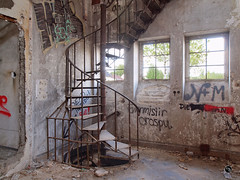 Schalthaus 46 (Moddersonne) Tags: lost place urbex verlassen abandoned decay verfall urban exploration schalthaus industrie industriekultur industry industrial treppe wendeltreppe stairs