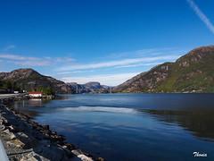 Preikestolen (Gatodidi) Tags: li stavanger noruega lagos fiordos naturaleza natura azul cielo reflejos lansdcapes paisaje paisatge norwegian norway ng preikestolen