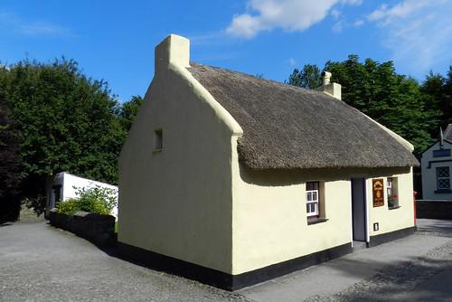 exterior casa tejado de paja Parque Folklorico de Bunratty Folk Park Republica de Irlanda 01