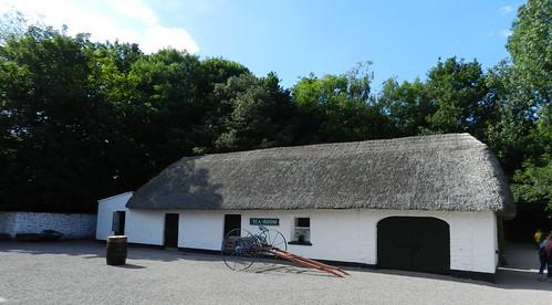 exterior casa tejado de paja Parque Folklorico de Bunratty Folk Park Republica de Irlanda 08