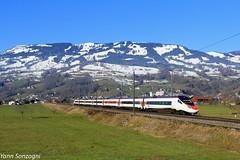 Ça pendule au pays de l'horlogie (Lion de Belfort) Tags: train chemin de fer alpes alps steinen suisse gotthard gothard etr 610 sbb cff ffs schwyz montagne neige