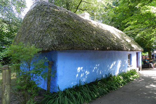 exterior casa tejado de paja Parque Folklorico de Bunratty Folk Park Republica de Irlanda 05