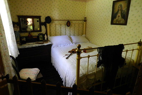 dormitorio interior de casa campesina Parque Folklorico de Bunratty Folk Park Republica de Irlanda 02
