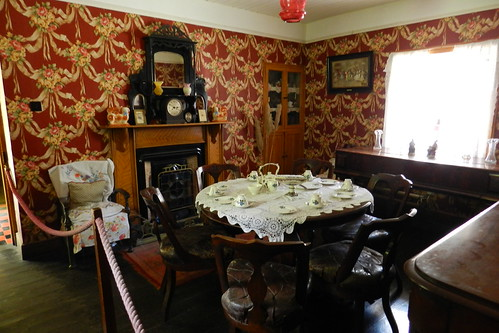 comedor interior de casa campesina Parque Folklorico de Bunratty Folk Park Republica de Irlanda