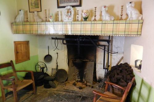 cocina chimenea interior de casa campesina Parque Folklorico de Bunratty Folk Park Republica de Irlanda