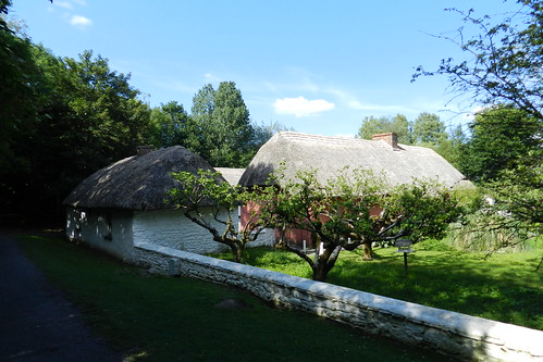 exterior casa tejado de paja Parque Folklorico de Bunratty Folk Park Republica de Irlanda 10