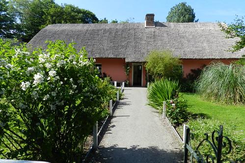 exterior casa tejado de paja Parque Folklorico de Bunratty Folk Park Republica de Irlanda 09