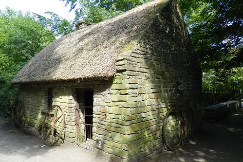exterior casa tejado de paja Parque Folklorico de Bunratty Folk Park Republica de Irlanda 04
