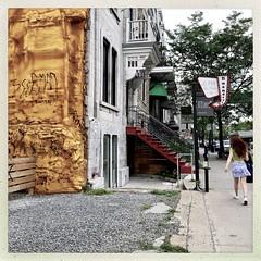 La grosse gomme est toujours collée sur le mur... (woltarise) Tags: hipstamatic iphone7 streetwise stdenis rue isolant passante mur plateau montréal