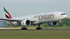 A6-ETH (AnDyMHoLdEn) Tags: emirates 777 boeing777 egcc airport manchester manchesterairport 05r