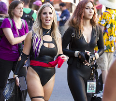 Ms. Marvel and Black Widow (San Diego Shooter) Tags: comiccon comiccon2019 sdcc sdcc2019 cosplay streetphotography bokeh portrait streetportrait sandiego comicconcostumes