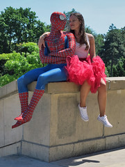 Peter Parker, alias Spiderman, with his girlfriend (pivapao's citylife flavors) Tags: paris france trocadero girl impersonator