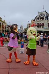 Chicken Little and Abby Mallard (disneylori) Tags: abbymallard chickenlittle meetandgreetcharacters disneycharacters characters magickingdom waltdisneyworld disneyworld wdw disney