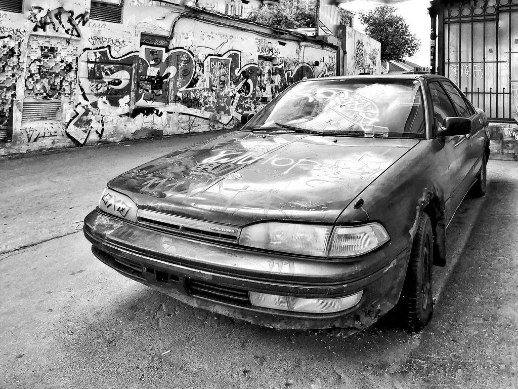 фото: dead iron with graffiti