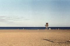 Bord de mer (•Nicolas•) Tags: camera color holidays 200iso collection espagne canaryislands colorplus vintage vacances spain kodak lanzarote leicaiiif nicolasthomas ocean beach c41