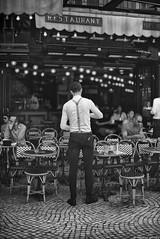 Ceinture et bretelles (Mathieu HENON) Tags: leica leicam noctilux 50mm m240 monochrome laphotodulundi street streetphoto streetlife photoderue france paris ruemontorgueil bw nb noirblanc blackwhite bnw serveur service café restaurant pavés terrasse ceinture et bretelles waiter