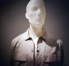 I have seen the invisible man (ale2000) Tags: 120 6x6 lca lca120 lomography lomographycolornegative800 analog analogue clothing display film mannequins pellicola shirt square whiteskin filmisnotdead believeinfilm white bianco plastic plastica mannequin manichino portrait portraiture ritratto headshot vignette faceless invisibleman tshirt camicia featureless connotati plasticpeople rollfilmweek