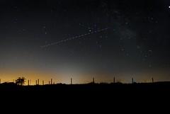 El paso de un avión (magisma52) Tags: constelaciones estrellas fotonocturna astrofotografía