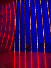 Futuristisch / Futuristic # 26 (schreibtnix on'n off) Tags: reisen travelling europa europe spanien spain bilbao gebäude building guggenheimmuseum frankogehry modernekunst modernart jennyholzer futuristisch futuristic olympuse5 schreibtnix