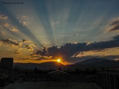 Atardecer en Ainsa (tonygimenez) Tags: castillo atardecer puesta sol nubes cielo paisaje