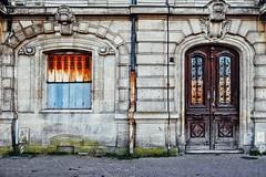 Les rides du vieux Bordeaux (Isa-belle33) Tags: urban urbain ville city wall mur window fenêtre door porte old ancien fujifilm bordeaux street streetphotography