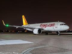 Pegasus Airlines TC-NBZ HAJ at Night (U. Heinze) Tags: aircraft airlines airways airplane haj hannoverlangenhagenairporthaj planespotting plane olympus omd em1markii 12100mm eddv night nightshot flugzeug