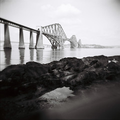 Bridge (fedupwithdigital) Tags: bw holga gn holga120gn rollfilmweek edinburgh forthrailbridge ilford fp4 mediumformat 120 monochrome blackwhite