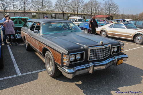 1974 Ford Country Squire - 53-DB-NT
