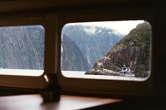 Boat ride with a view (Chloué) Tags: analogphotography analog filmphotography filmisnotdead 135 35mm argentique kodak olympusom1 olympus newzealand milfordsound southisland southland moutains southernalps fiord nature outdoor window aotearoa boat