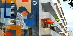 Saint Nazaire (Loire Atlantique, Bretagne-Pays de Loire, FR) – Immeuble du centre ville avec peinture murale (caminanteK) Tags: saintnazaire loireatlantique paysdeloire bretagne centreville fresque murales color ellenrutt 2017