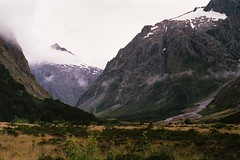 On the way down (Chloué) Tags: analogphotography analog filmphotography filmisnotdead 135 35mm argentique kodak olympusom1 olympus newzealand milfordsound southisland southland moutains southernalps fiord nature outdoor aotearoa