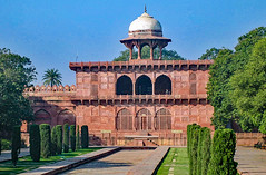 Taj Mahal park (werner boehm *) Tags: wernerboehm agra tajmahal india indien architecture