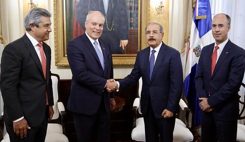 En visita a Danilo Medina, ejecutivos de Scotiabank destacan clima inversión y anuncian construcción parque industrial creará 2 mil empleos