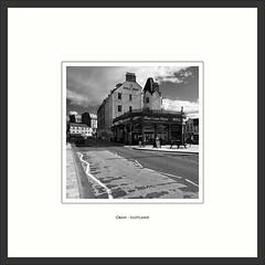 Oban - Scotland (Peter de Bock (exploring)) Tags: house oban scotland schotland natuur straat uk black white bw zwart wit