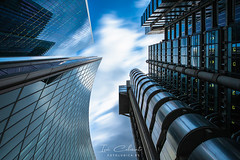 Between Towers (Iván Calamonte) Tags: london londres lloyds building architecture city exposure long filter nd clouds street mood britain great travel england europe tower torre monument monumento skyscraper sky st mary axe high tech structure uk ngc edificio
