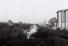 (dadou~) Tags: xian china chine city architecture canal gate trees leica m6 summicron 50mm dr fujifilm neopan 400