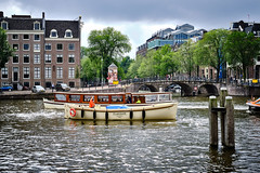 20190712-4761_Flickr (normandprimeau) Tags: humain human amsterdam netherlands hollande holland water eau canal boat bateau maison home arbre tree vegetation végétation fenêtre window thenetherlands