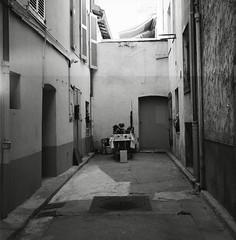 (Ah - Wei) Tags: bronica ectl 120 6x6 aristaeduultra400 bw film street