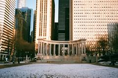 6am cold (vivudio) Tags: vivudio nikon l35 af film fuji superia 35mm winter january millenium park chicago 2019 cloud gate bean