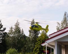 FinnHEMS medical helicopter at metsäkylä 20190723 (Ranta Janne) Tags: 112 2019 fh30 finnhems ohhmf air ambulance chopper doctor emergencyservices finland hospital lääkäriyksikkö medicalhelicopter mediheli metsäkylä publicdomain suomi ylöjärvi