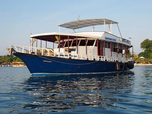 0416 Emperor Atoll ext near island