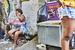Brasilien 2019 Street Farbe 10 (rainerneumann831) Tags: street strase streetphotography candid strasenfotografie urban ©rainerneumann brasilien frau lappa riodejaneiro farbe