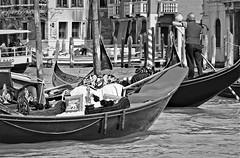 Impossible de ne pas dire: çà c'est Venise. (caramoul25) Tags: venise venice venezia gondole gondolier vaporetto caramoul25