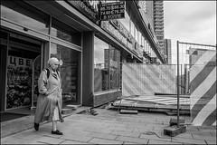 DRD160605_0912 (dmitryzhkov) Tags: urban outdoor life human social public stranger photojournalism candid street dmitryryzhkov moscow russia streetphotography people bw blackandwhite monochrome arbat arbatstreet